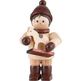 Thiel - Figur Junge mit Pferdchen  -  natur  -  4,6cm